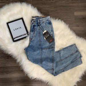 NWT Levi's High Waisted Crop Mom Jeans Acid Wash
